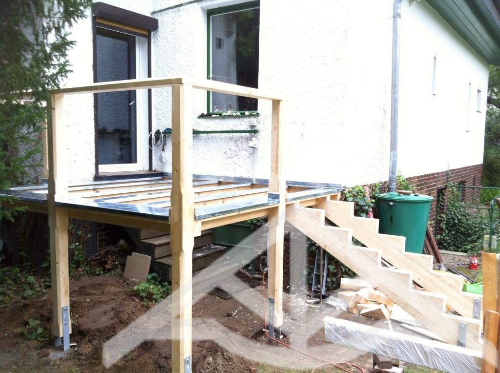 Erh hte terrasse holz zimmerei carsten wesolowski berlin - Holztreppe garten bauanleitung ...